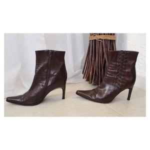 BCBGMaxAzria Pelle scarpe   marrone Pelle BCBGMaxAzria stivaliies Size 55   Poshmark fbe245